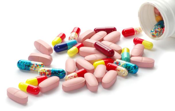 Tomando medicamentos sin receta